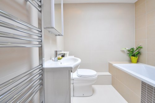 clean bathroom after professional cleaning