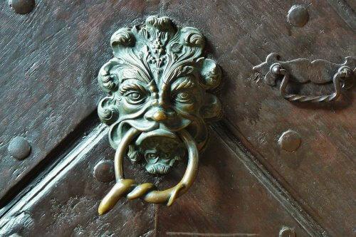 cleaning tips for brass door handle