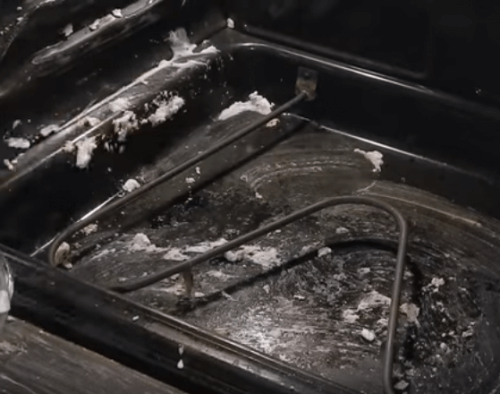cleaning oven with baking soda